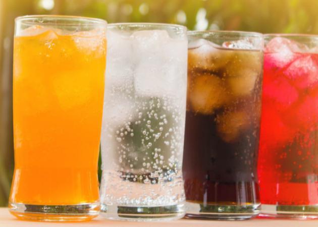 Αναψυκτικά με φυσικό μεταλλικό νερό ή με νερό βρύσης; Ποιες οι διαφορές;