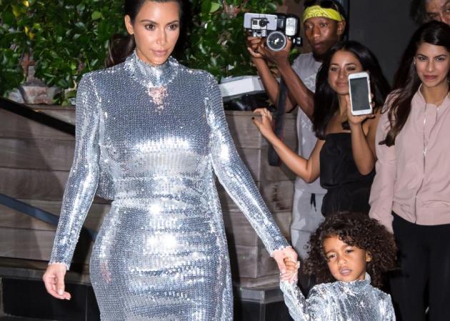 Η North West με στιλάτο look που σχεδίασε η Kim Kardashian | tlife.gr
