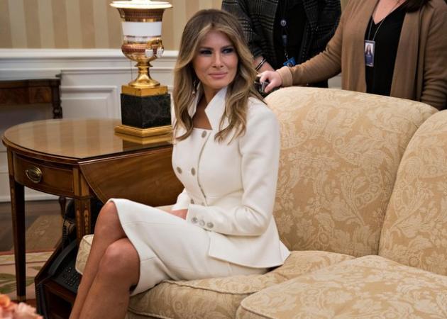 Ποιο σχεδιαστή επέλεξε η Melania Trump για τη νέα της εμφάνιση | tlife.gr