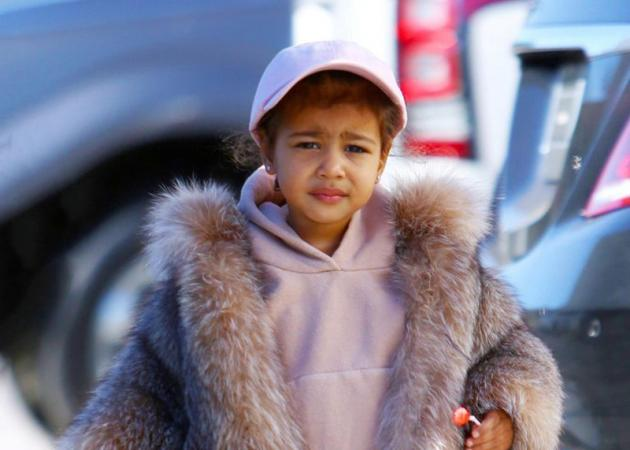 North West: Ποζάρει για τη νέα συλλογή ρούχων του Kanye και της Kim! | tlife.gr