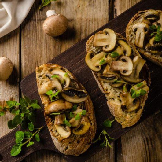 Μπρουσκέτες με μανιτάρια και ξύδι βαλσάμικο | tlife.gr