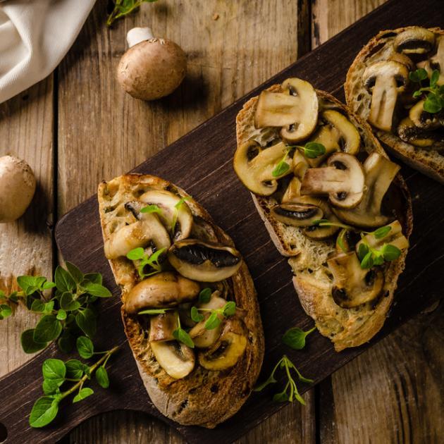 Μπρουσκέτες με μανιτάρια και ξύδι βαλσάμικο
