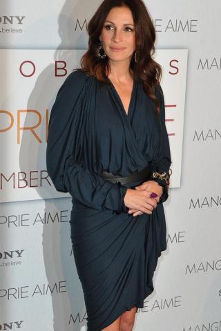 Ποια φοράει το ίδιο με την Julia Roberts;   tlife.gr
