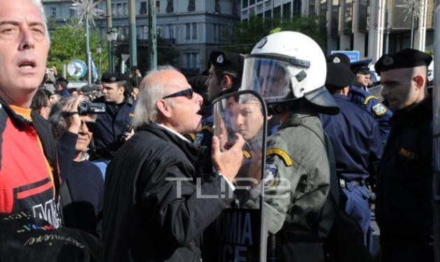 Για πρώτη φορά μέτρα αποκλεισμού των πολιτών στην παρέλαση! Αποδοκιμασίες κατά των πολιτικών | tlife.gr