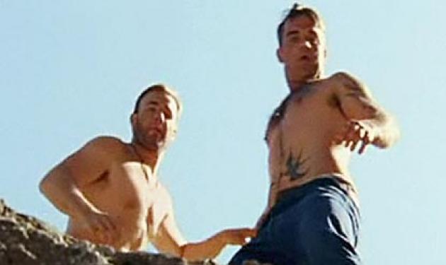 Ο R. Williams φλερτάρει με πρώην μέλος των Take That μπροστά στην κάμερα! | tlife.gr