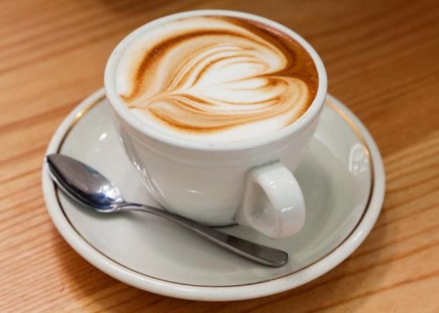 Το σοκ της ημέρας: Πόσες θερμίδες έχει ο καφές που πίνεις