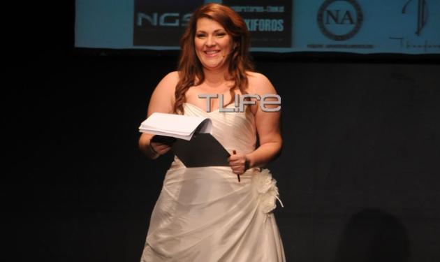 Κ. Ζαρίφη: Παρουσίασε επίδειξη μόδας, ντυμένη… νύφη! Δες τι φόρεσε κάτω από το νυφικό