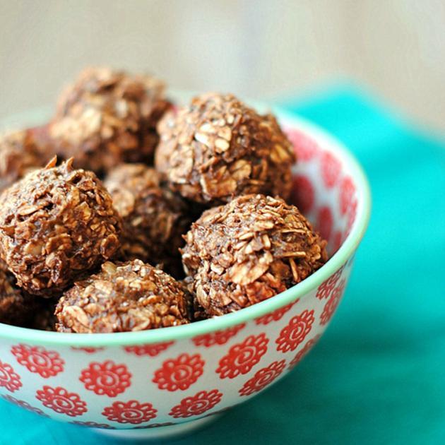 Τρουφάκια με σοκολάτα και βρώμη