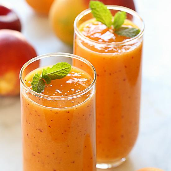 Πορτοκαλί smoothie με φρέσκα φρούτα