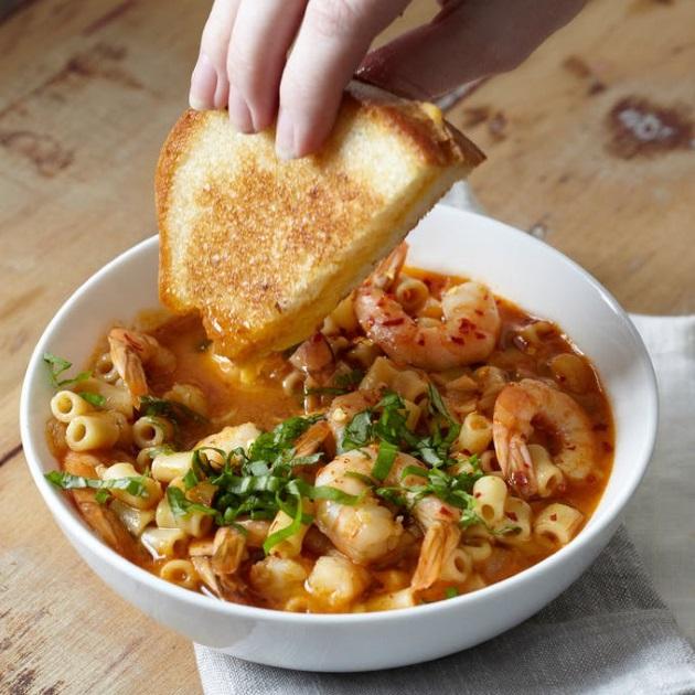 Ντοματόσουπα με γαρίδες