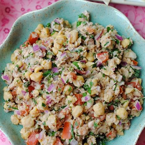 Σαλάτα με ρεβίθια και λεμόνι | tlife.gr