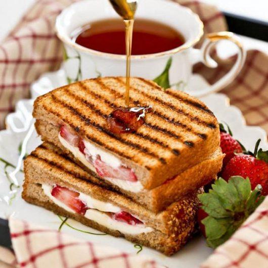 Αυγόφετες με τυρί κρέμα και φράουλες   tlife.gr