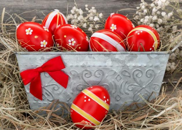 Κόκκινα αυγά: Υπέροχες ιδέες για να τα διακοσμήσεις! Plus: φυσικοί τρόποι να τα βάψεις! | tlife.gr