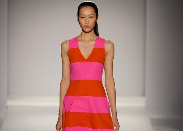 Φούξια με Πορτοκαλί! O απόλυτος συνδυασμός του καλοκαιριού και πως να τον φορέσεις… | tlife.gr