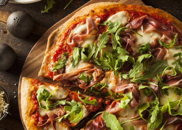 Light συνταγή πίτσας με προσούτο και μανιτάρια | tlife.gr