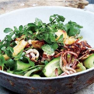Σαρακοστιανή σαλάτα με ψητά καλαμαράκια