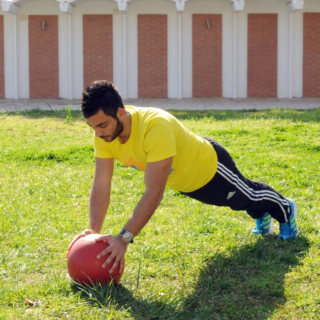 7 | Κάμψεις με τα δύο χέρια επάνω στη μπάλα Μέρος Πρώτο
