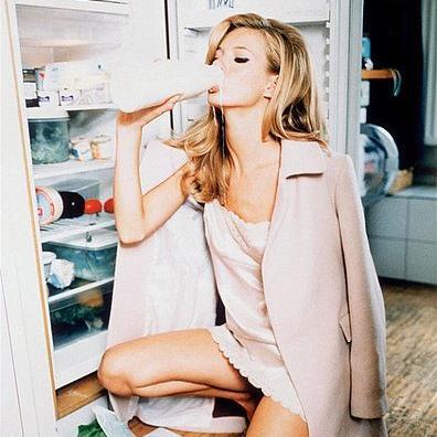 Ο λόγος να πιεις ένα ποτήρι γάλα μετά το ξενύχτι! | tlife.gr