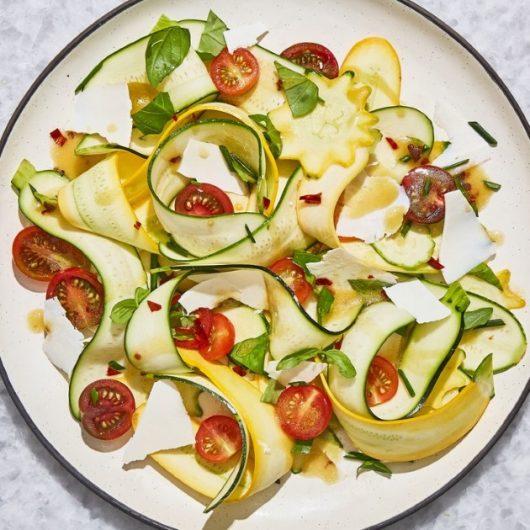 Σαλάτα με κολοκύθι και ντοματίνια | tlife.gr