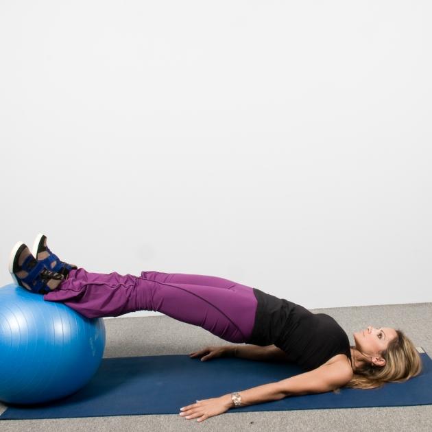 8 | Ασκήσεις με μπάλα: Άρσεις ποδιού από θέση σανίδα Μέρος Πρώτο