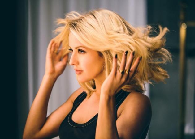 Η βραβευμένη τραγουδίστρια Ellie Goulding είναι το νέο πρόσωπο  του Pantene Pro-V  στην Αγγλία!