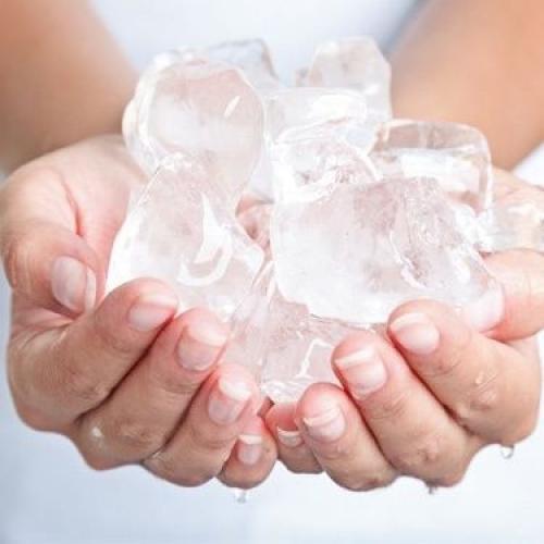 2 | Tip no 2 (ενναλακτικά!): Γέμισε ένα μπολ με παγωμένο νερό και παγάκια!
