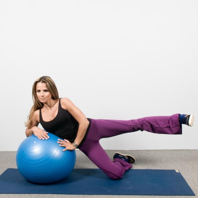 10 | Ασκήσεις με μπάλα: Άρσεις μηρών στο πλάι με στήριξη στη μπάλα Μέρος Πρώτο