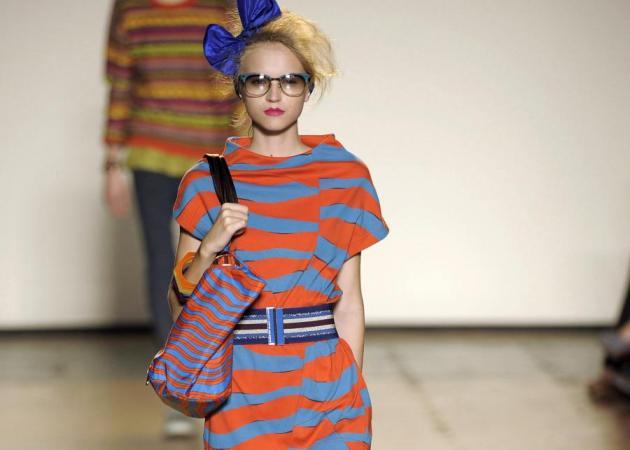 5d25cb7e76ea Υπάρχει τρόπος να φορέσεις ρίγες και να δείξεις πιο αδύνατη - TLIFE