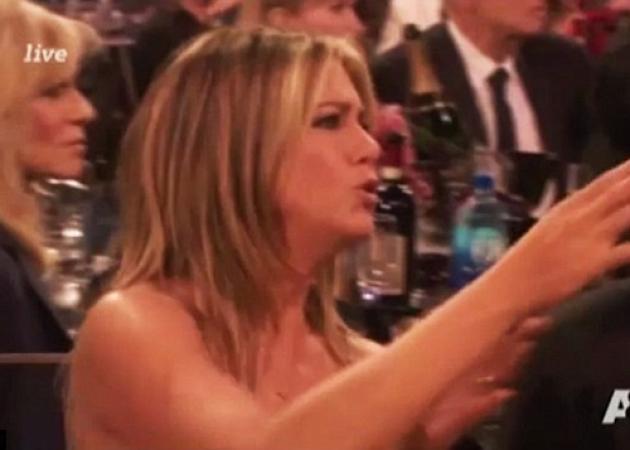 Έξαλλη η Jennifer Aniston – Απίστευτη αντίδραση, όταν καλεσμένος μπήκε μπροστά της στα βραβεία!