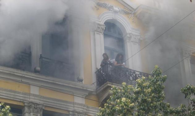 Γυναίκα απεγκλωβίστηκε τελευταία στιγμή. | tlife.gr