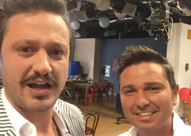 Ολα είναι θέμα… μπούκλας στην ελληνική τηλεόραση! Και με τον «βασιλιά της κερατίνης» και η μπούκλα τέλεια κορίτσια… | tlife.gr
