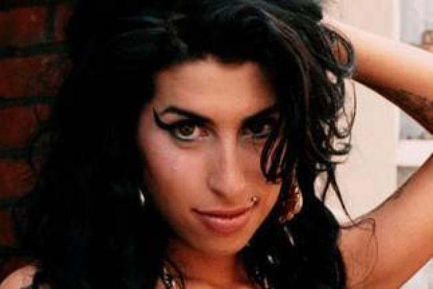 Τι γυρεύει μελος των Rolling Stones στη Βραζιλία με την Amy Winehouse; | tlife.gr