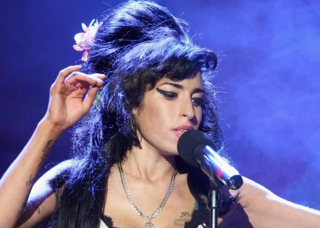 Η Amy Winehouse προσελήφθη ως σχεδιάστρια μόδας. | tlife.gr