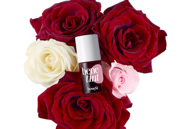 Το θέλω τώρα! Ολοκαίνουριο ρουζ που μοιάζει με βερνίκι! | tlife.gr