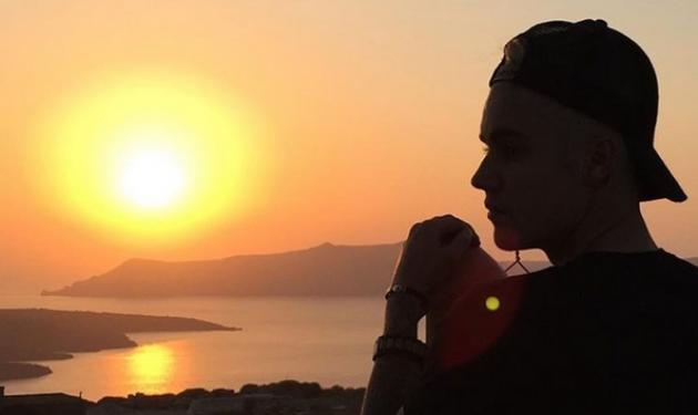 Justin Bieber: Ήρθε στη Σαντορίνη και δεν σταμάτησε να ανεβάζει φωτογραφίες στο Instagram