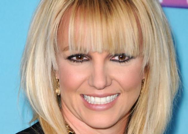Η Britney Spears έγινε καστανή! Α! Και είναι αγνώριστη!