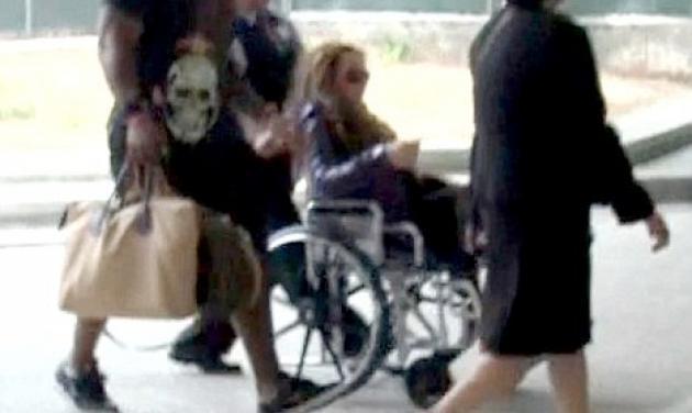 Σε καροτσάκι η Mariah Carey μετά το πέσιμο στη σκηνή | tlife.gr
