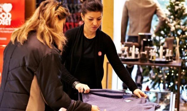 Ολοκληρώθηκε η παράδοση ρούχων που συγκέντρωσε η Carouzos στο πλαίσιο Φιλανθρωπικής Δράσης! | tlife.gr