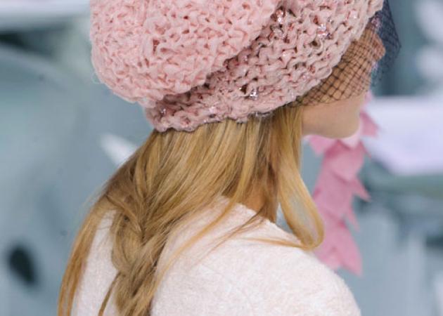 Αν βαρέθηκες τις πλεξίδες, πρέπει να δεις πώς καταλήγει αυτή η πλεξίδα στο couture show της Chanel! | tlife.gr