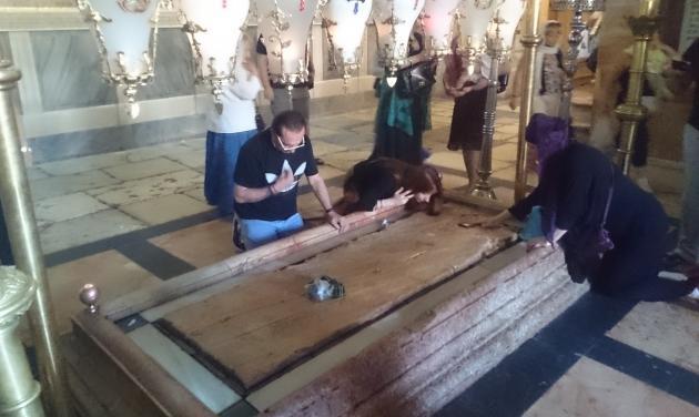 Λευτέρης Πανταζής: Προσκύνησε τον Πανάγιο Τάφο στα Ιεροσόλυμα! Φωτογραφίες