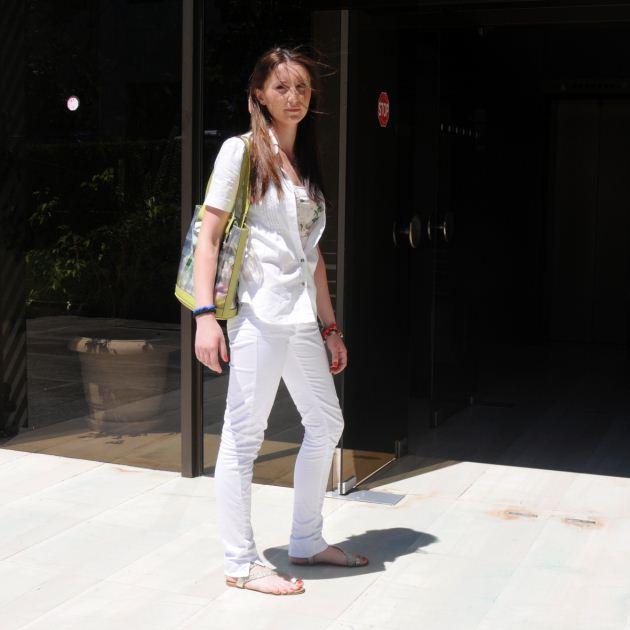 1 | Η Φατιώνα με το ντύσιμο που ήρθε στο studio