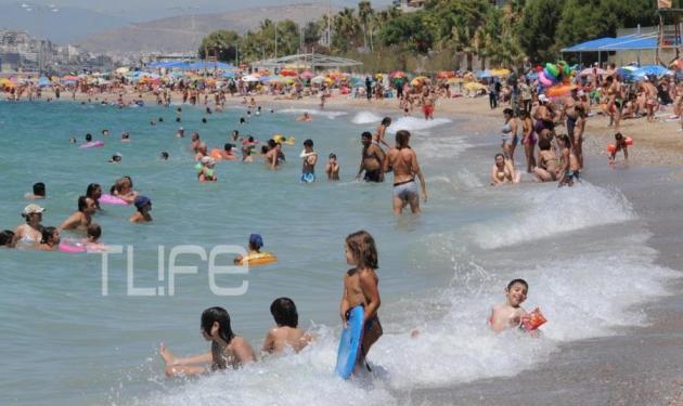Το TLIFE κάνει βόλτα στις παραλίες της Αθήνας! Δες φωτογραφίες | tlife.gr