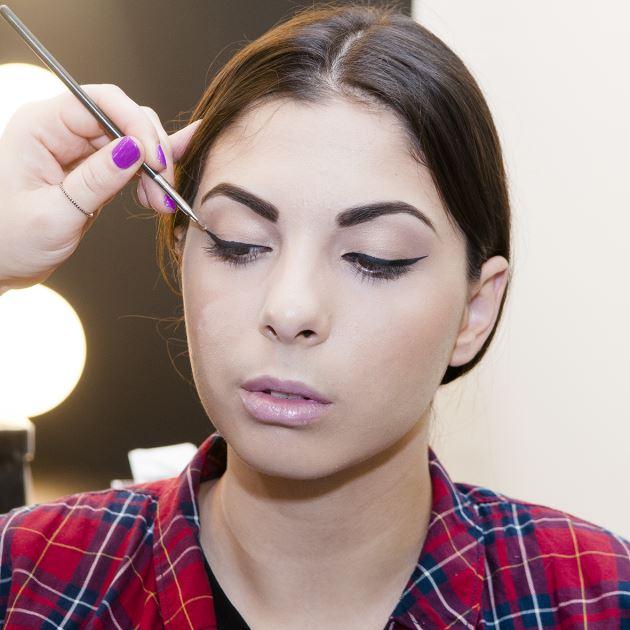 6   Για να διορθώσεις το eyeliner!