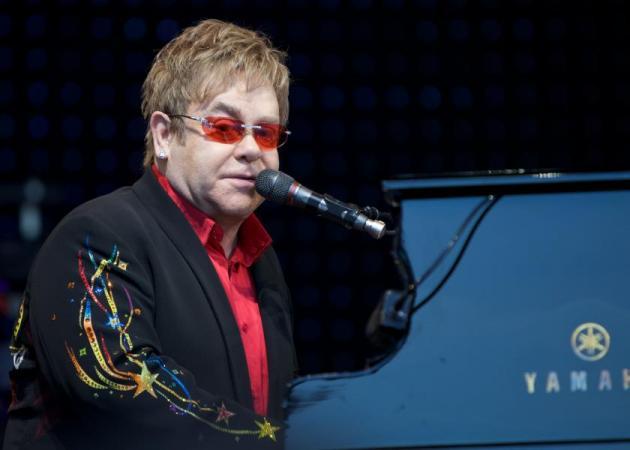 Δύσκολες ώρες για τον Elton John – Μπήκε στη Μονάδα Εντατικής Θεραπείας | tlife.gr