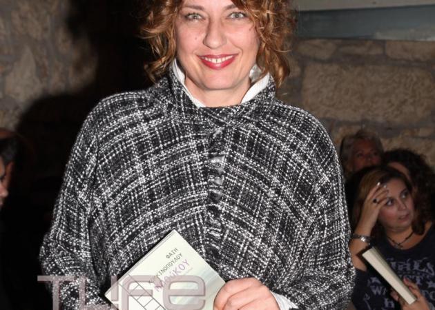Φαίη Κοκκινοπούλου: Σπάνια εμφάνιση με τον γιο της Σπύρο Καφετζόπουλο, στην παρουσίαση του βιβλίου της