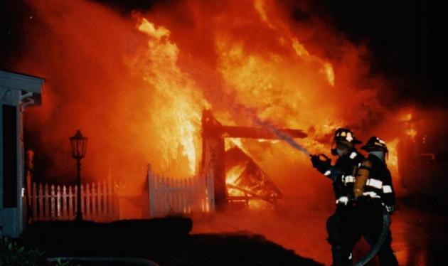 Νύχτα τρόμου από φωτιές τη νύχτα στην Αττική! Κινδύνευσαν σπίτια | tlife.gr