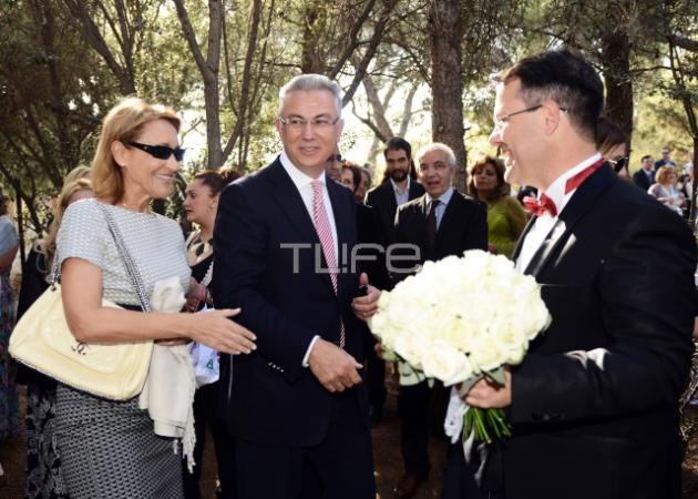 Θοδωρής Ρουσόπουλος – Μάρα Ζαχαρέα: Μαζί στο γάμο καλού τους φίλου!