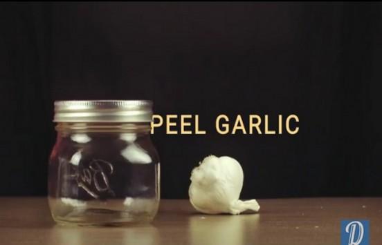 Έτσι θα καθαρίσεις πανεύκολα το σκόρδο!   tlife.gr