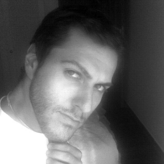 Vrettos Vrettakos: Ο σχεδιαστής που ντύνει την Δέσποινα Βανδή | tlife.gr