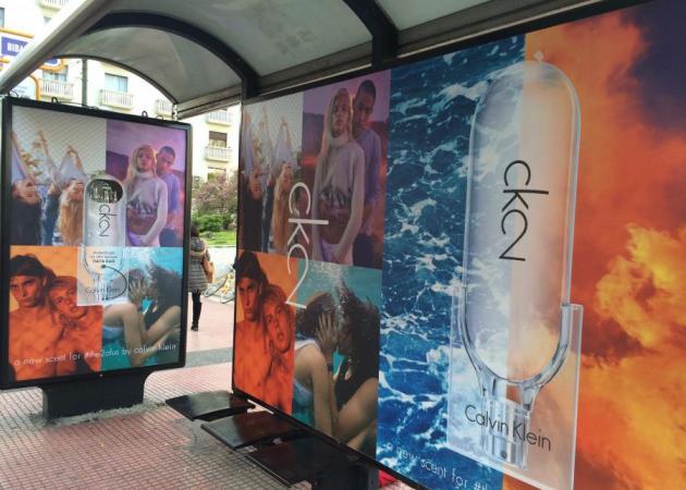 Η πιο τέλεια beauty ιδέα! Μπορείς να μυρίσεις το ck2 ενώ περιμένεις στην στάση του λεωφορείου! | tlife.gr